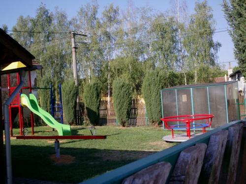 opravené dětské hřiště